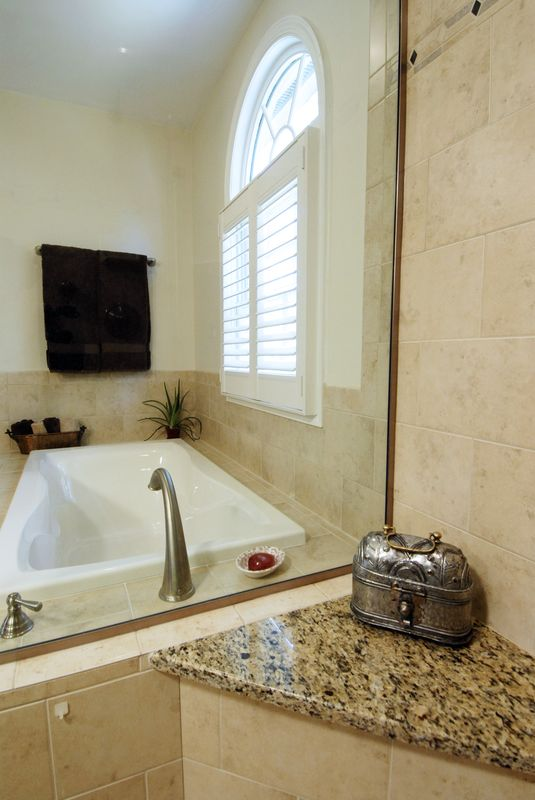 ThomasCustomBuildingCustomBathroomRemodel--203