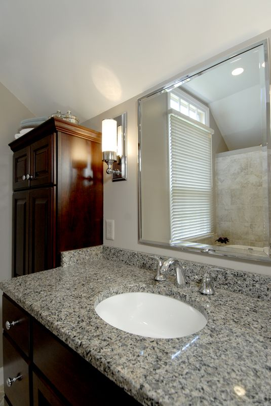 ThomasCustomBuildingCustomBathroomRemodel-bath-sloped-ceiling