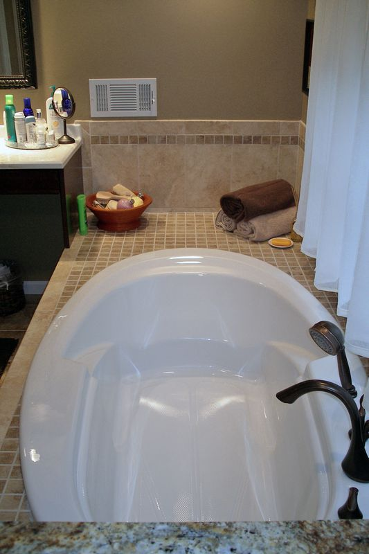 ThomasCustomBuildingCustomBathroomRemodel-tub5