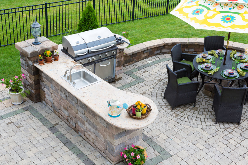 lovely outdoor kitchen with serving peninsula and dining area